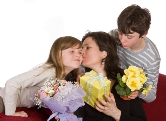 Poklon majci - sta kupiti mami za rodjendan